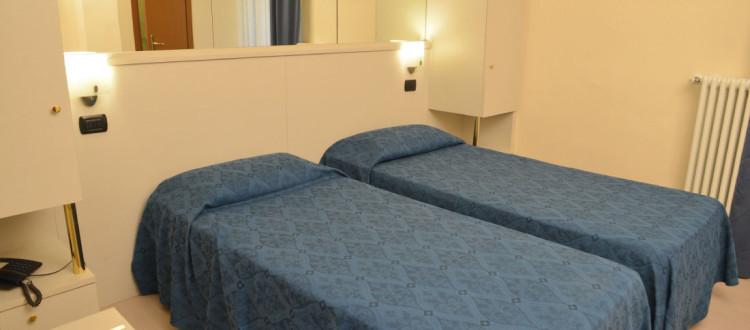 Chambre double twin hotel aurora milano for Hotel aurora milano